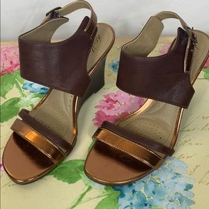 Dex Flex comfort brown/rose gold wedge sandals 6